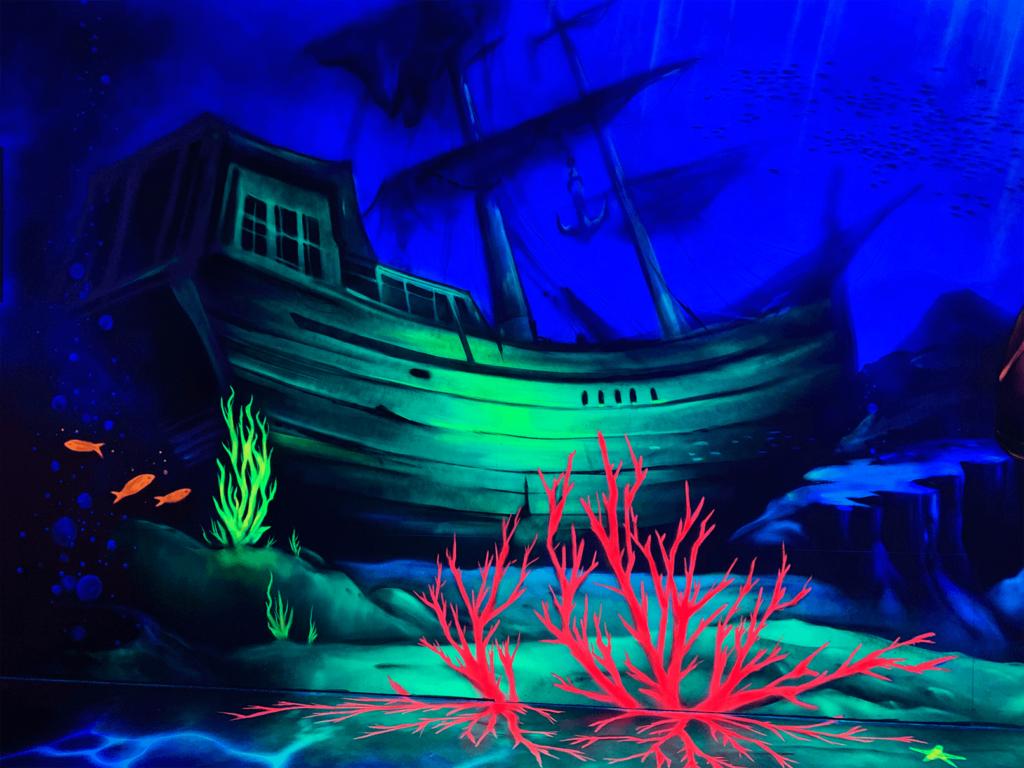 Schwarzlicht Piraten Design Schiff