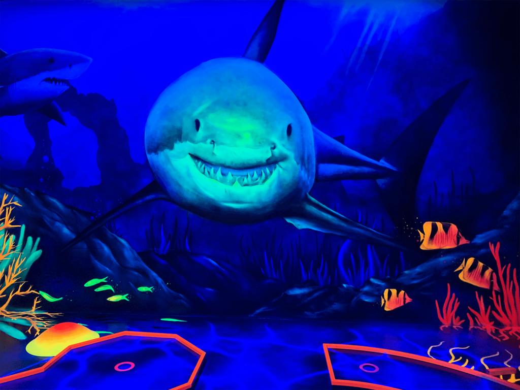 Schwarzlicht Unterwasser Wanddesign weißer Hai